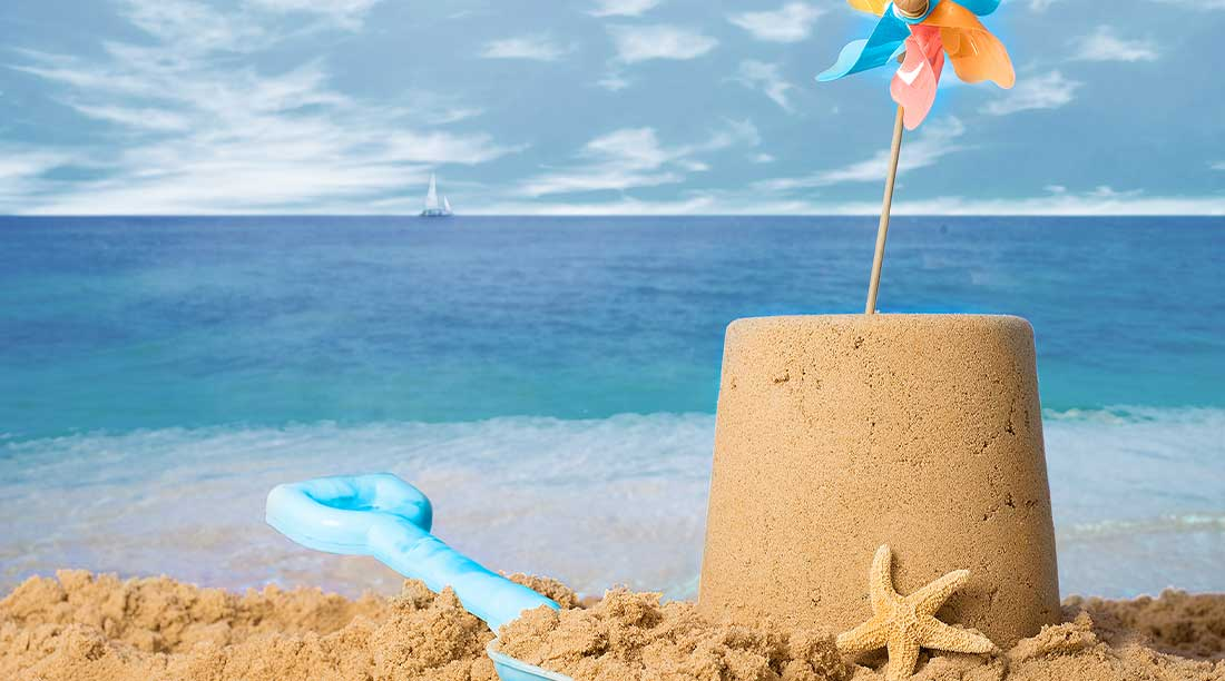 Castelli Di Sabbia E Giochi Da Spiaggia Per Bambini