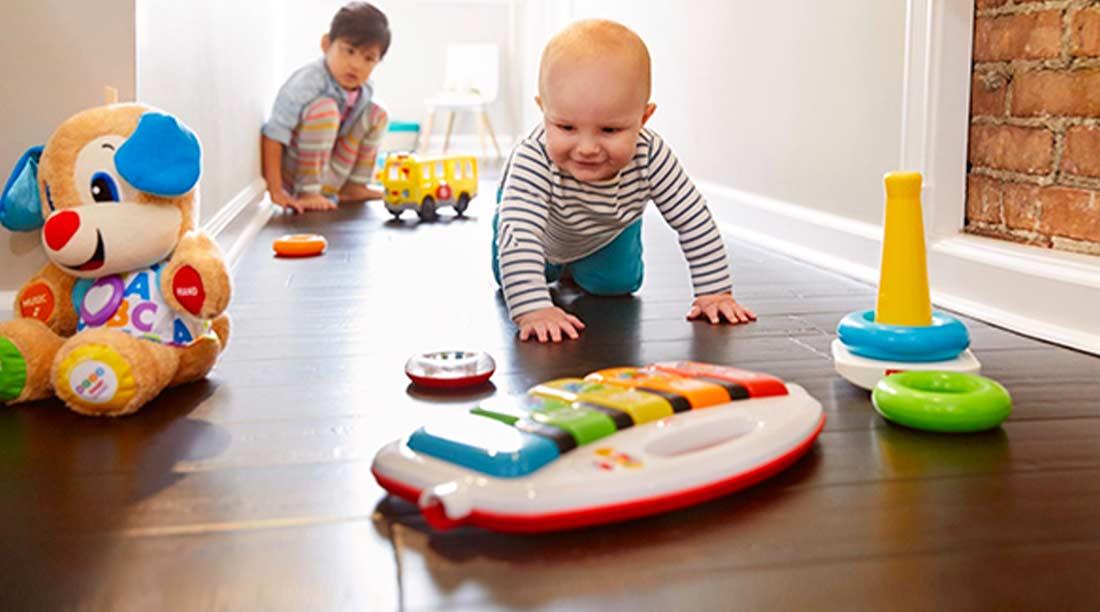 Stanza pulita e sicura per far giocare i neonati