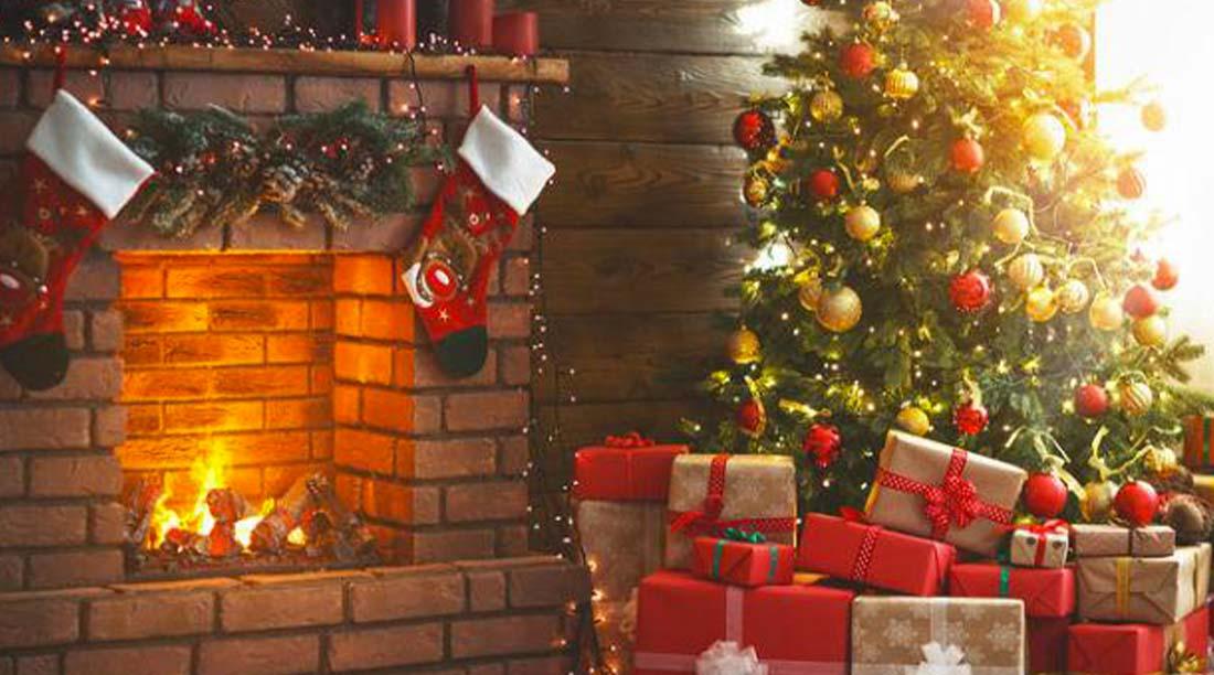 Albero Di Natale Con Camino Per Festeggiare La Notte Di Natale