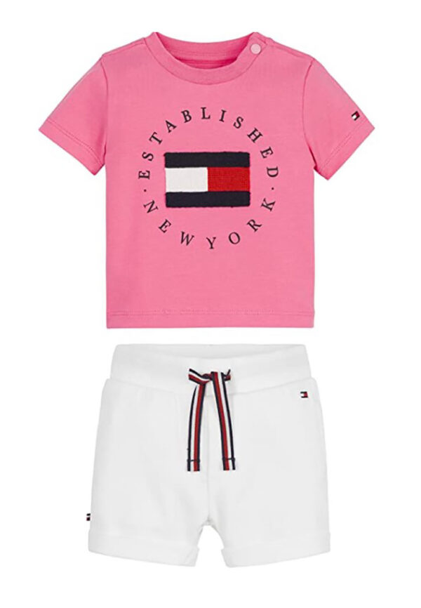 Tommy hilfiger outfit maglia rosa e pantaloncino bianco